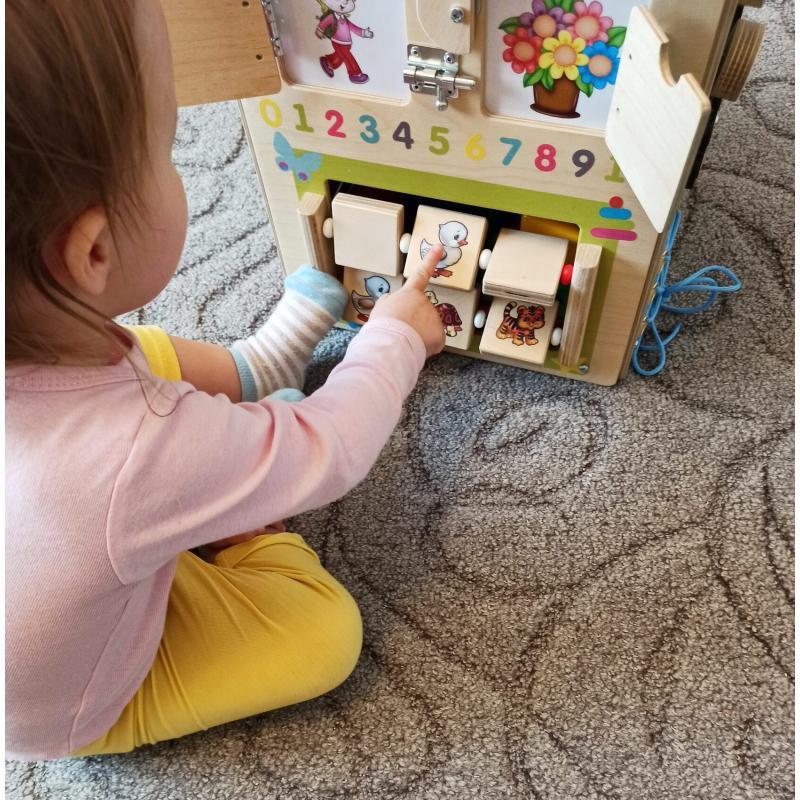 Бизикуб для игрушек развивающий Замочки с мягким верхом фото