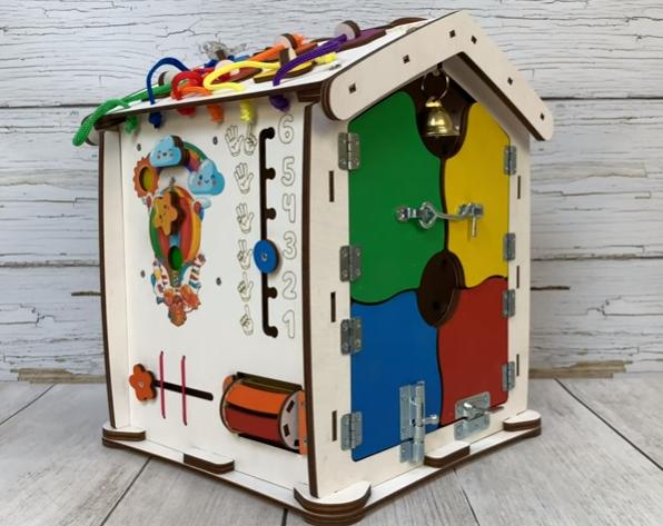 Видео обзор Бизиборд домик Evo toys 30X35 со светом